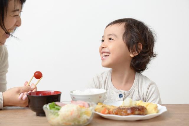 子どもが自分から食事を時間内に食べるたった1つの簡単な方法。